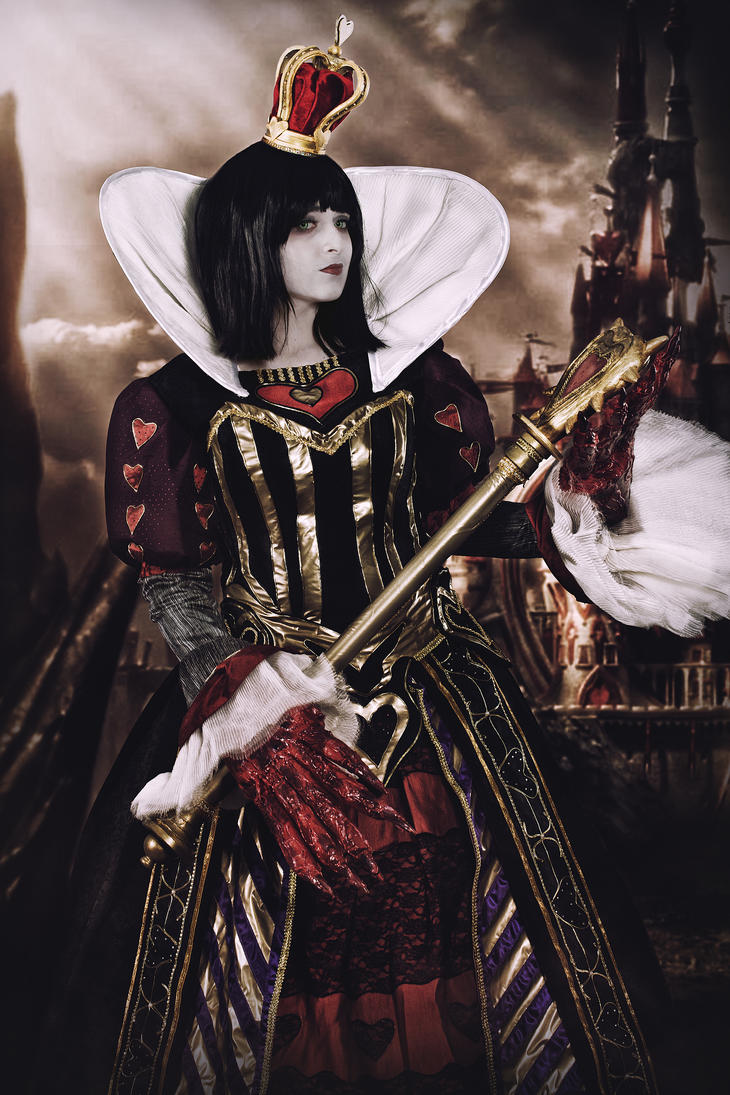 Queen of Hearts - ALICE MADNESS RETURNS by ExionYukoCosplay