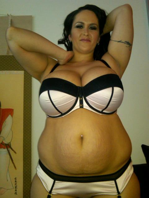 Busty Carmela 38