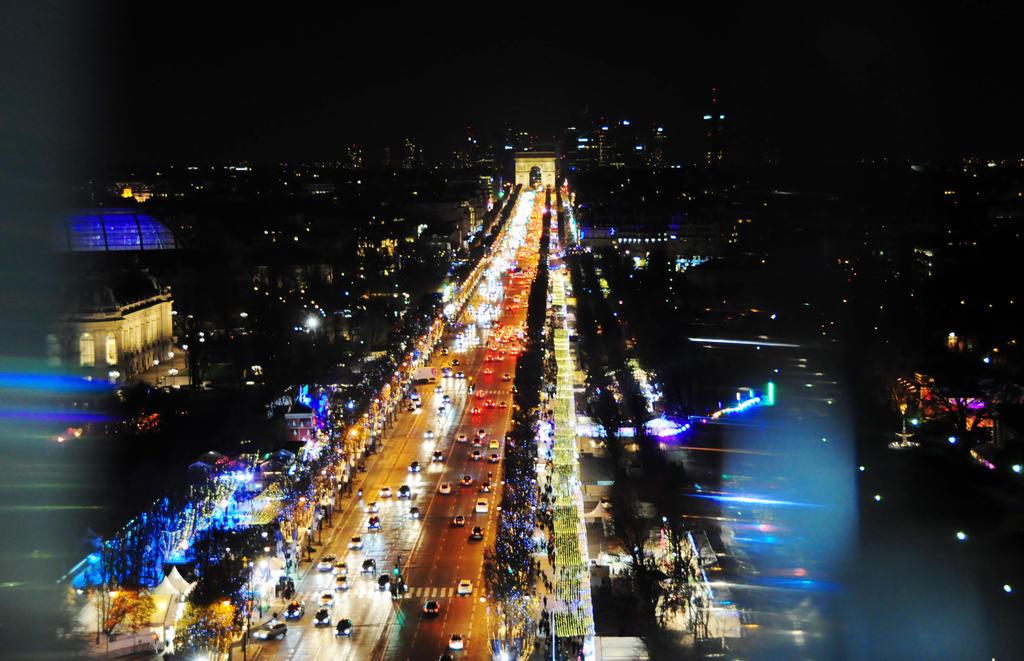 Christmas in Paris II by SheNamesLily