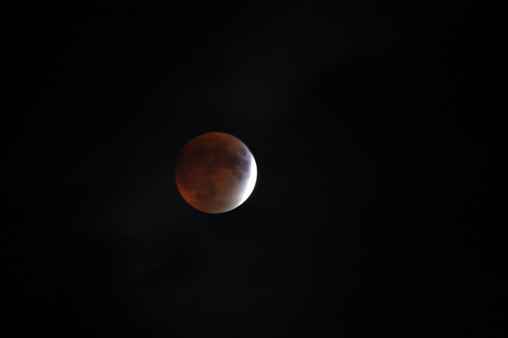 September 27, 2015: Lunar Eclipse by wraamyth