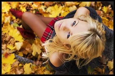 eyes full of autumn sky by murrrzilka