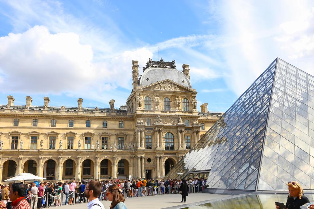 Louvre Paris by animatoreg
