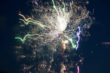 Distorted Fireworks 007