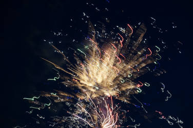 Distorted Fireworks 008