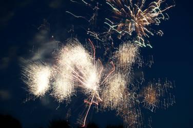 Distorted Fireworks 009 by thunderkracker