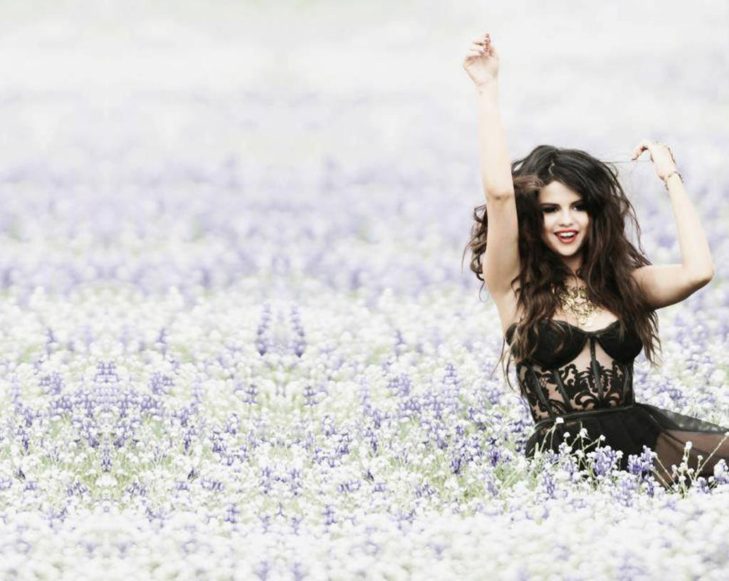 Selena Gomez Wallpaper Come And Get It 2 By Florchuugomezbieber