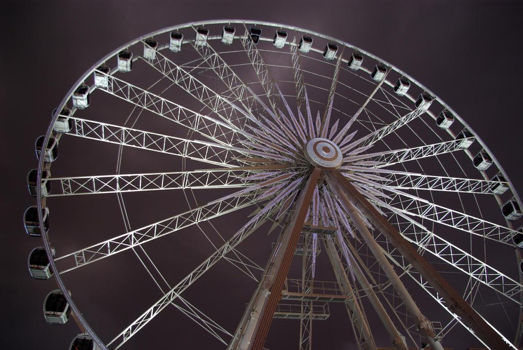 Ferris wheel by Beekveld