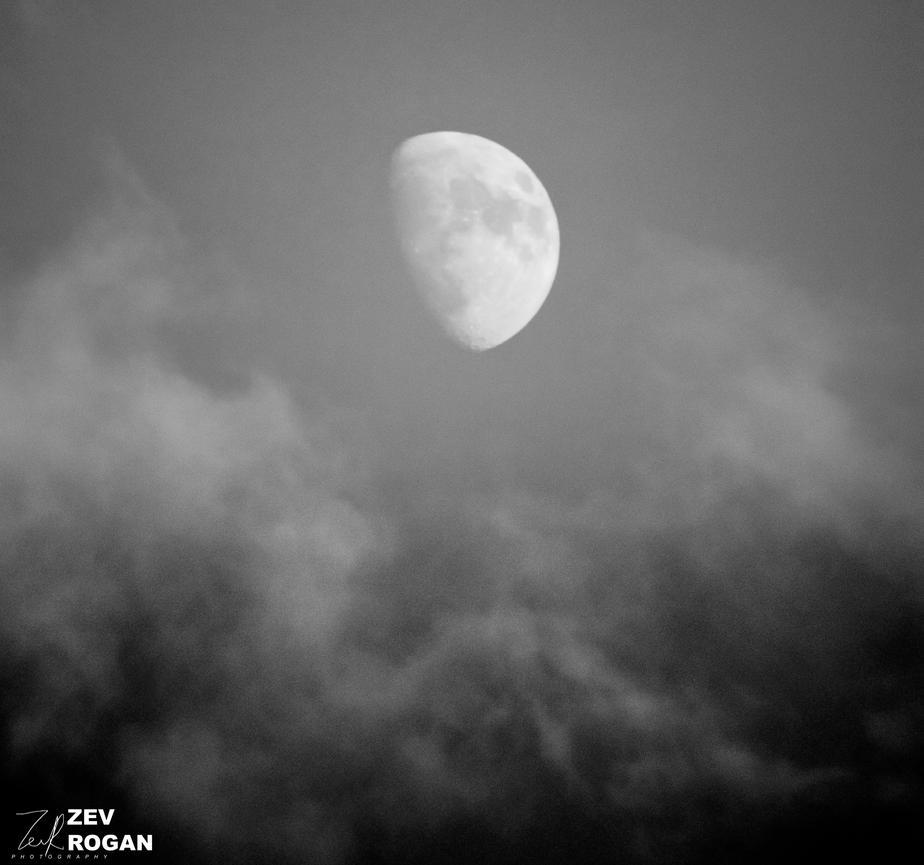 RE-TWEAKED SERIES: 6.00 Moon by ZEVLEVIROGAN