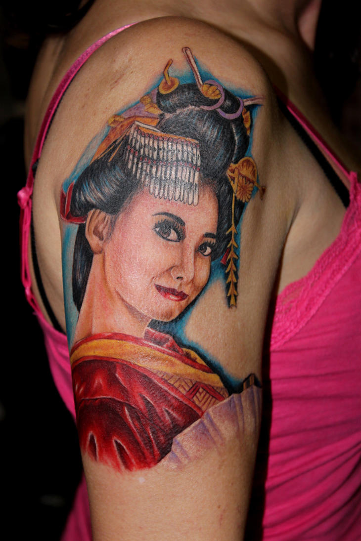 Women Shoulder Japanese Geisha Tattoo Picture 2
