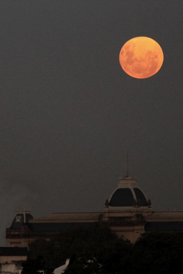Buenos Aires moon... by AlejandroCastillo