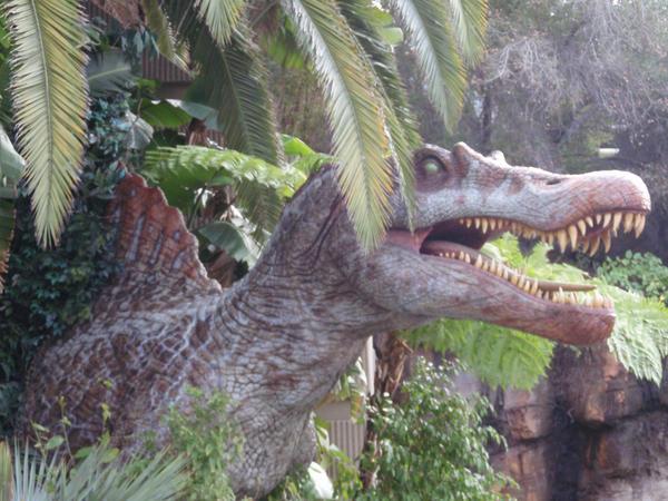 Spinosaurus by tonymuyo
