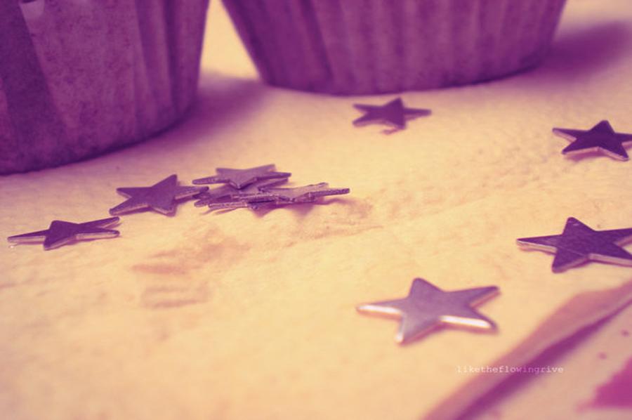 Wallpaper Cupcake Purple Stars by Fatuu