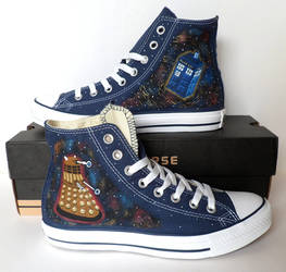 Doctor Who Converse by EldalinSkywalker