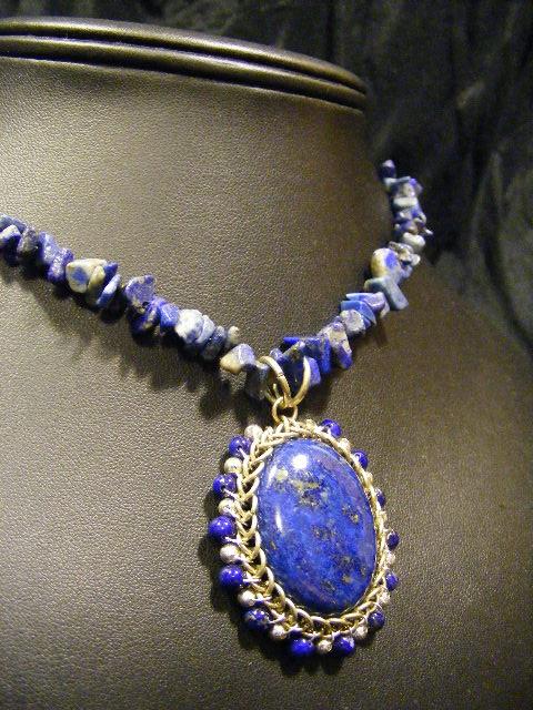 nakit -ukras ili umetnost - Page 4 Lapis_orbit_chip_bead_necklace_by_backtoearthcreations-d4l41ac