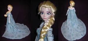 Frozen - Ice Queen Elsa details