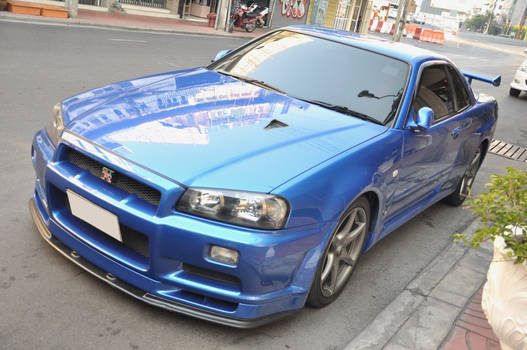 The iconic blue R34