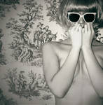 Close my eyes, go numb by krmenxa