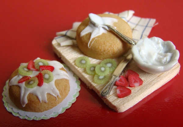 Kiwi and Strawberries Cake by PetitPlat