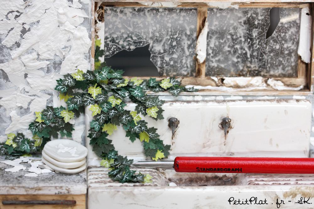 Miniature Abandoned Kitchen - WIP by PetitPlat