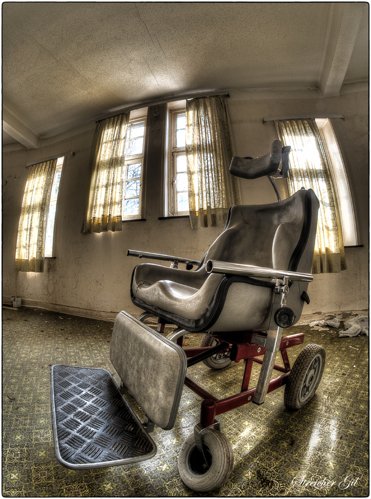 Wheelchair by Lupardus-lu