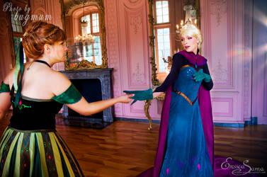 Anna, let go! - Frozen Cosplay shooting