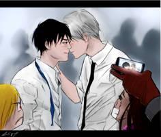 Party-Kiss.gif