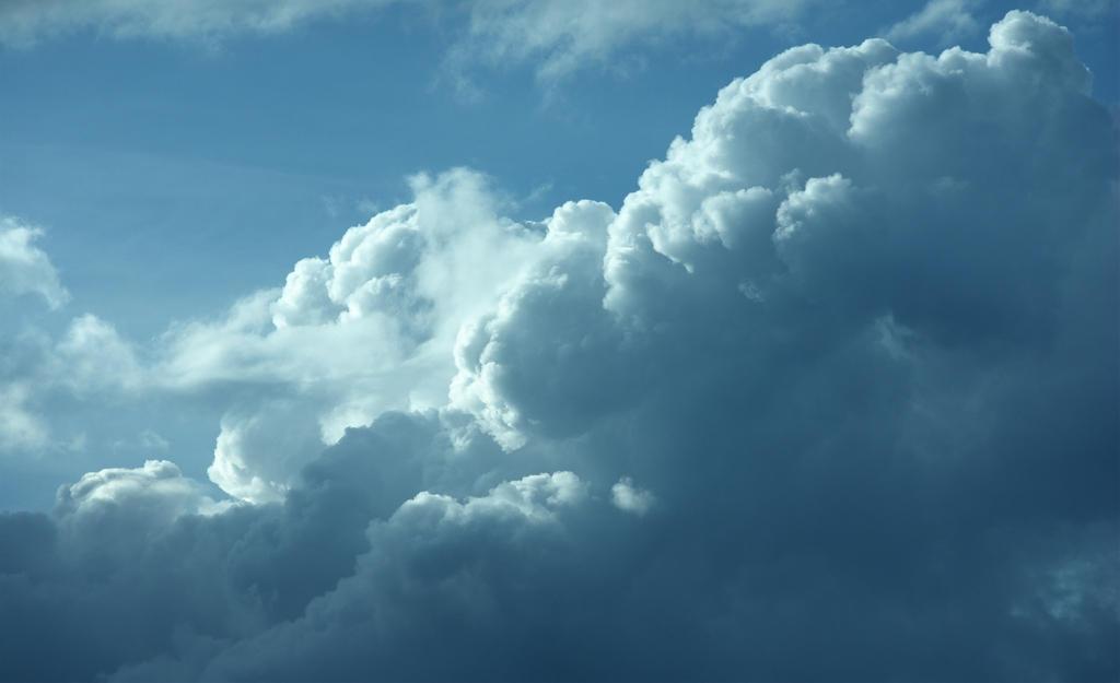 Cloud XIIV WP by Akito666z