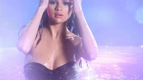 Selena Gomez gif