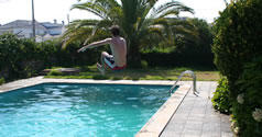3 Frames - Jump to the pool