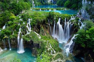 Waterfalls by HannaTheGlow