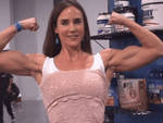 Jennifer Connelly flexes for the fans !