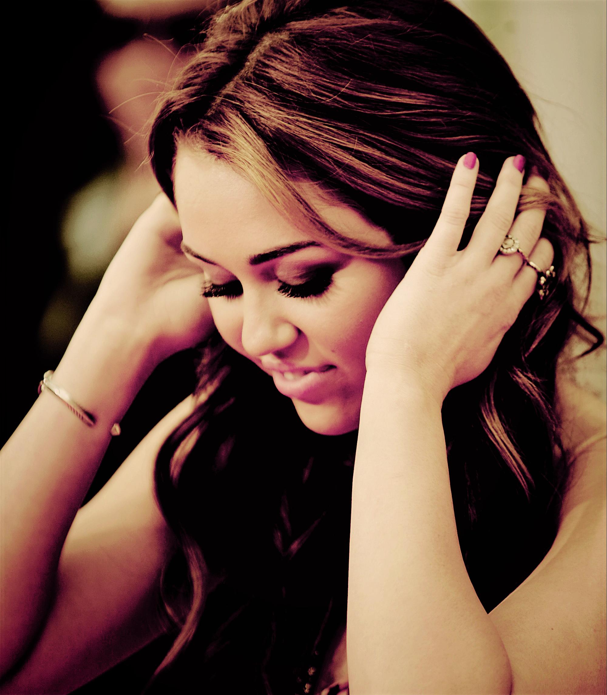 PSD Miley Cyrus by radiatelovecyrus