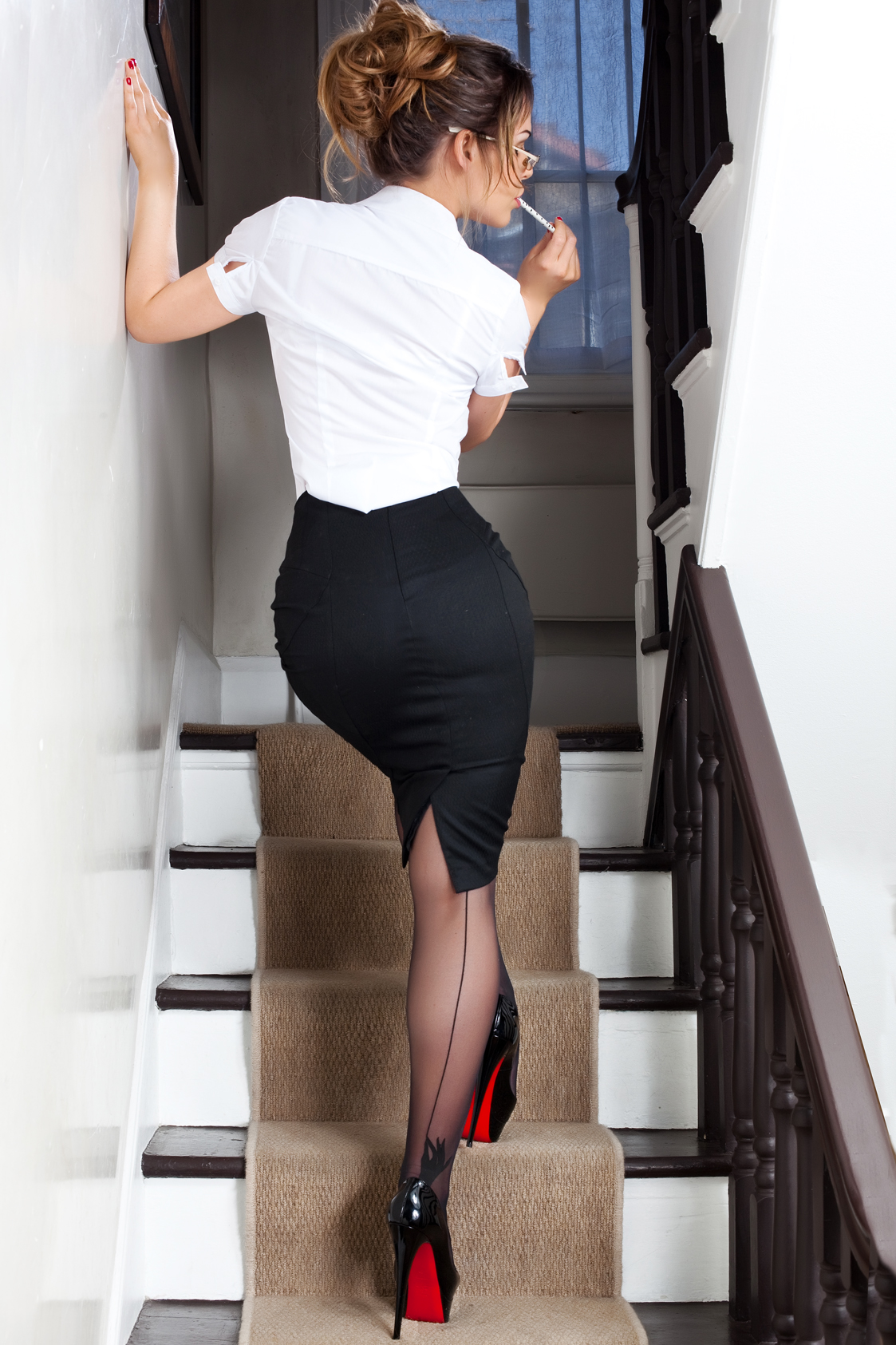 женщины в юбке карандаш порно мама трахается