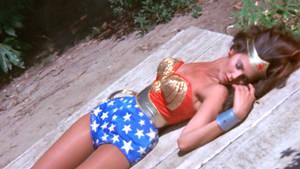 Wonder Woman Down 01