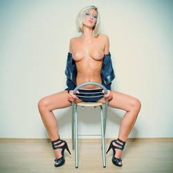A Nice Chair by zlty-dodo