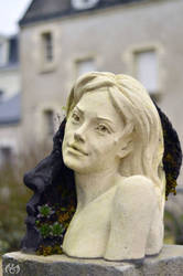 Creative Thought Statue in Langeais by Seleyana