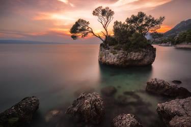 Brela sunset by TomazKlemensak