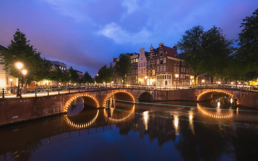 Blue hour in Amsterdam by TomazKlemensak