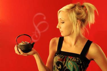 Tea pot by Allison-W0nderland