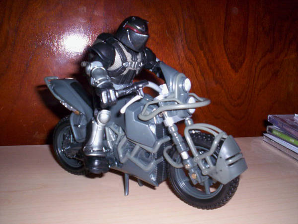 Aqui esta en su moto rafa by Lein744