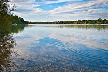 Autumn Lake by fr31g31st