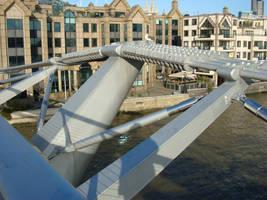 Mellenium Bridge London by jemmans