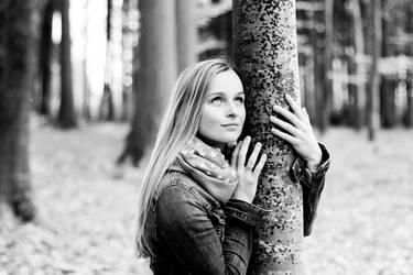 hug trees by riskonelook