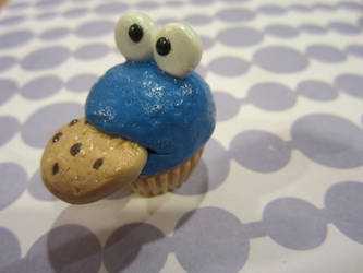 Cookie Monster Cupcake by scareyberry