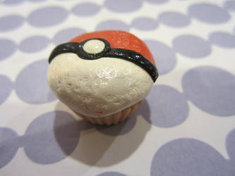 Poke Ball Cupcake by scareyberry