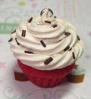 Red Velvet Scented Cupcake by pinknikki