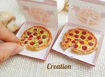 dollhouse miniature pizza by PetiteCreation
