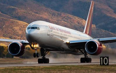 OAE 777-200 by jdmimages