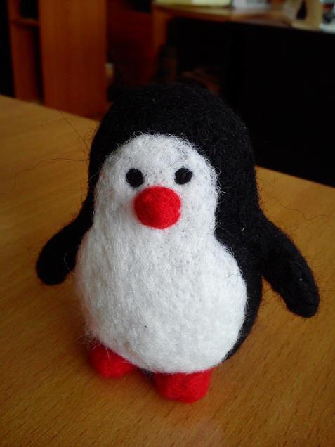 A little Penguin by AksaStrig