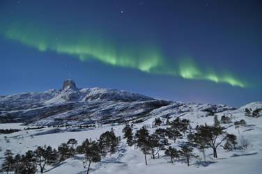 Northern Lights above Steigtind Peak ! by SindreAHN
